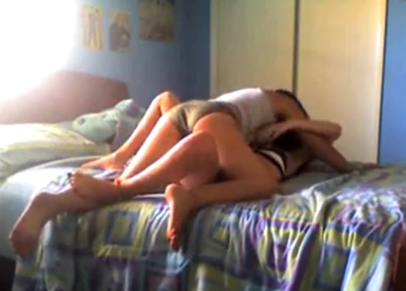 Lesbiana tiene relaciones sexuales con su tía treintañera