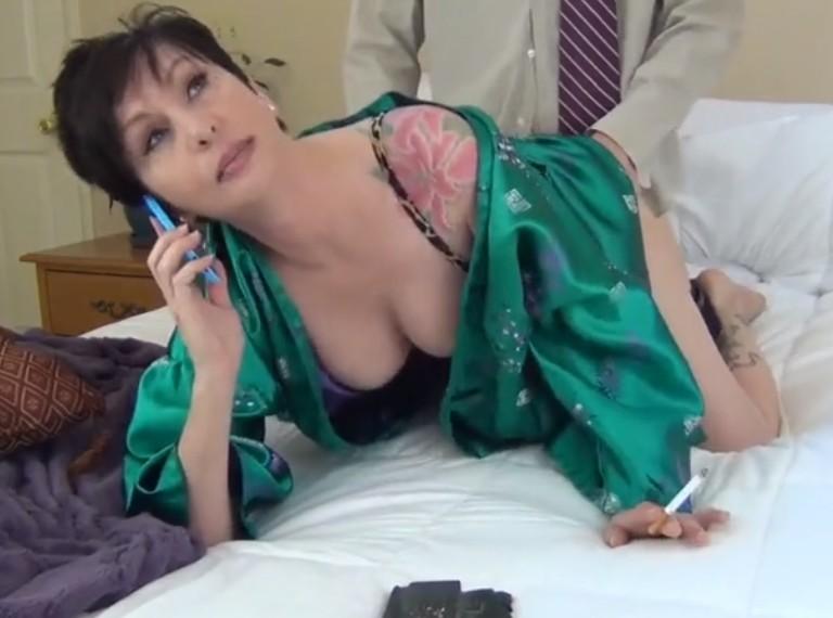 Vídeos de sexo con maduras infieles follando con sus jefes