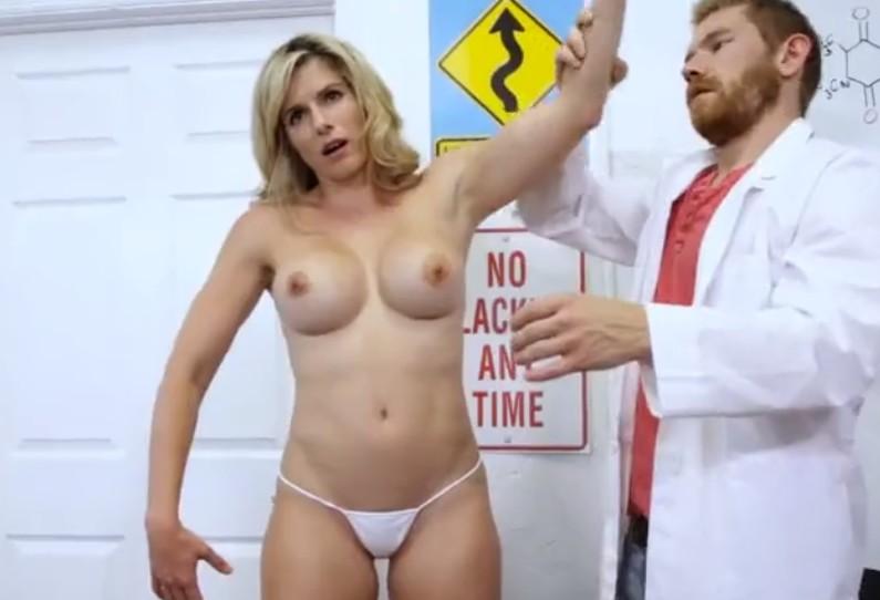 Sexo con su secretaria madura hipnotizada por zorra